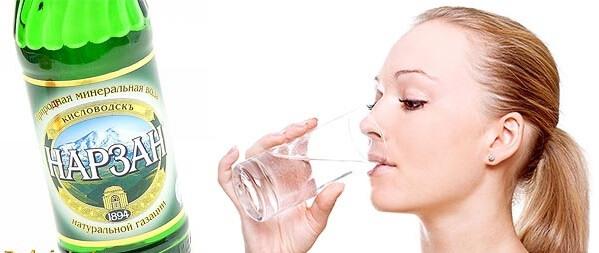 Каждый день нужно пить 2 литра чистой или минеральной воды