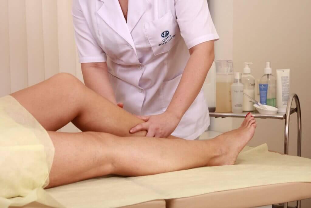 При данной болезни часто отекают руки и ноги