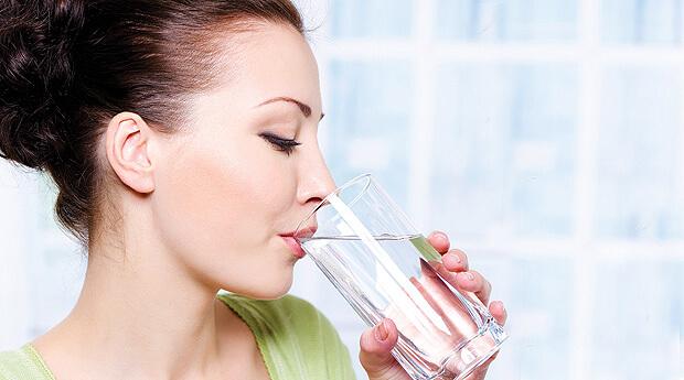 Нужно пить большое количество чистой воды