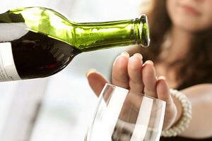 При возникновении симптомов откажитесь от алкоголя