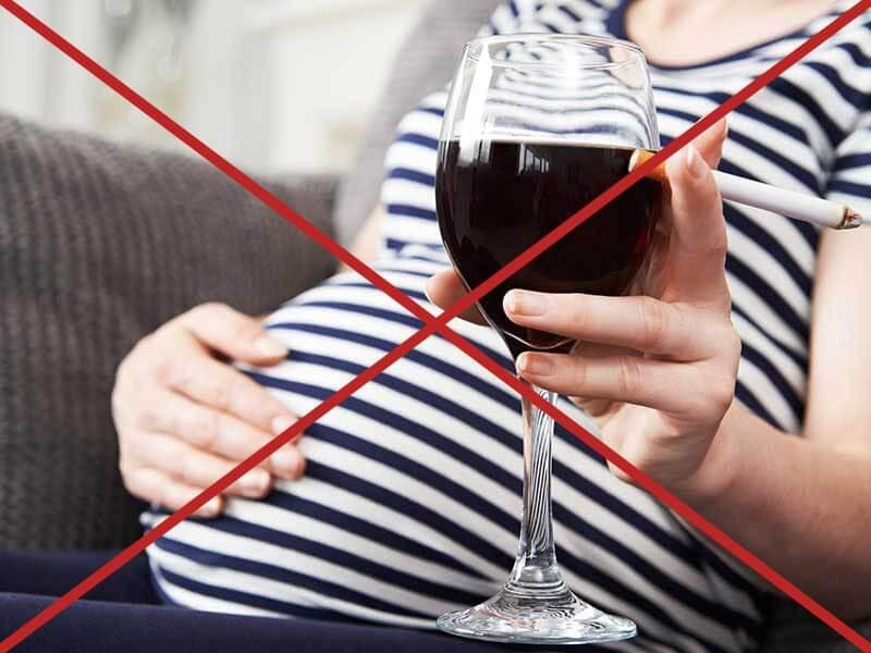 Не стоит принимать алкоголь во время вынашивания ребенка
