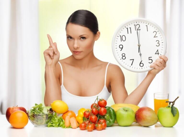 Следует следить за питанием, не переедать и не голодать