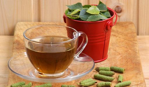 Чай приготовленный из листьев и почек березы